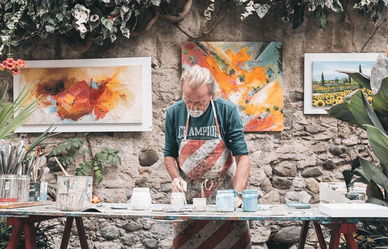 Senior painter in the workshop